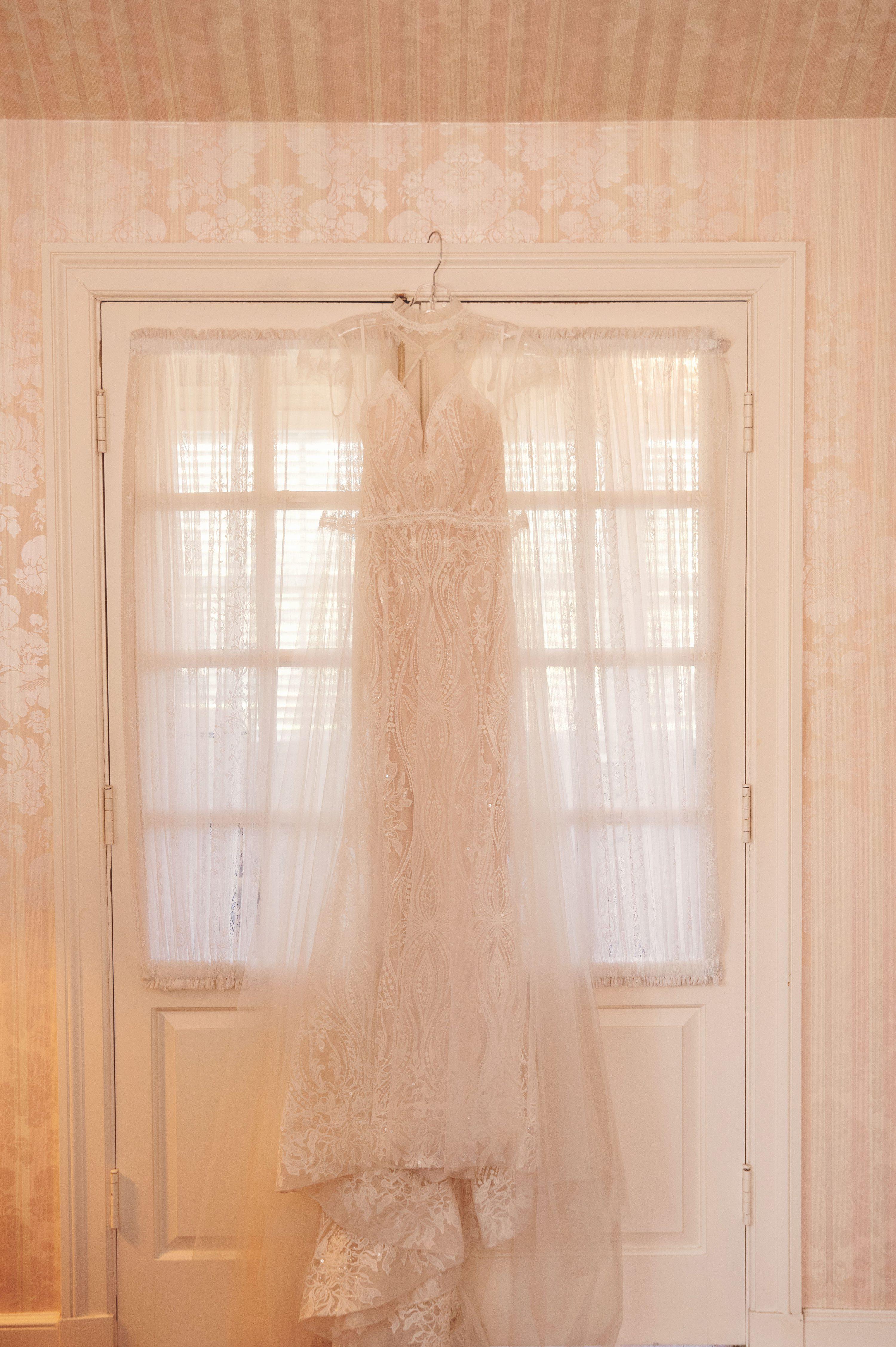 wedding pictures at Danada house, Chicago wedding photographer