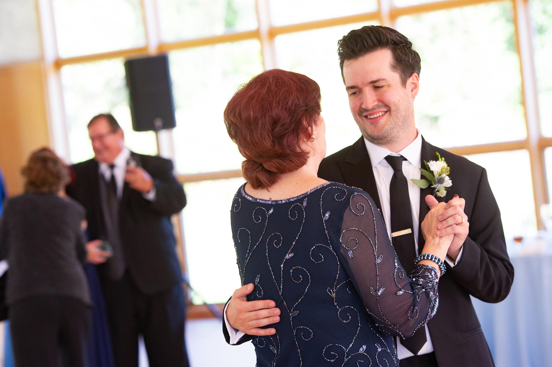 Wheaton wedding photographer,Laura Meyer Photography