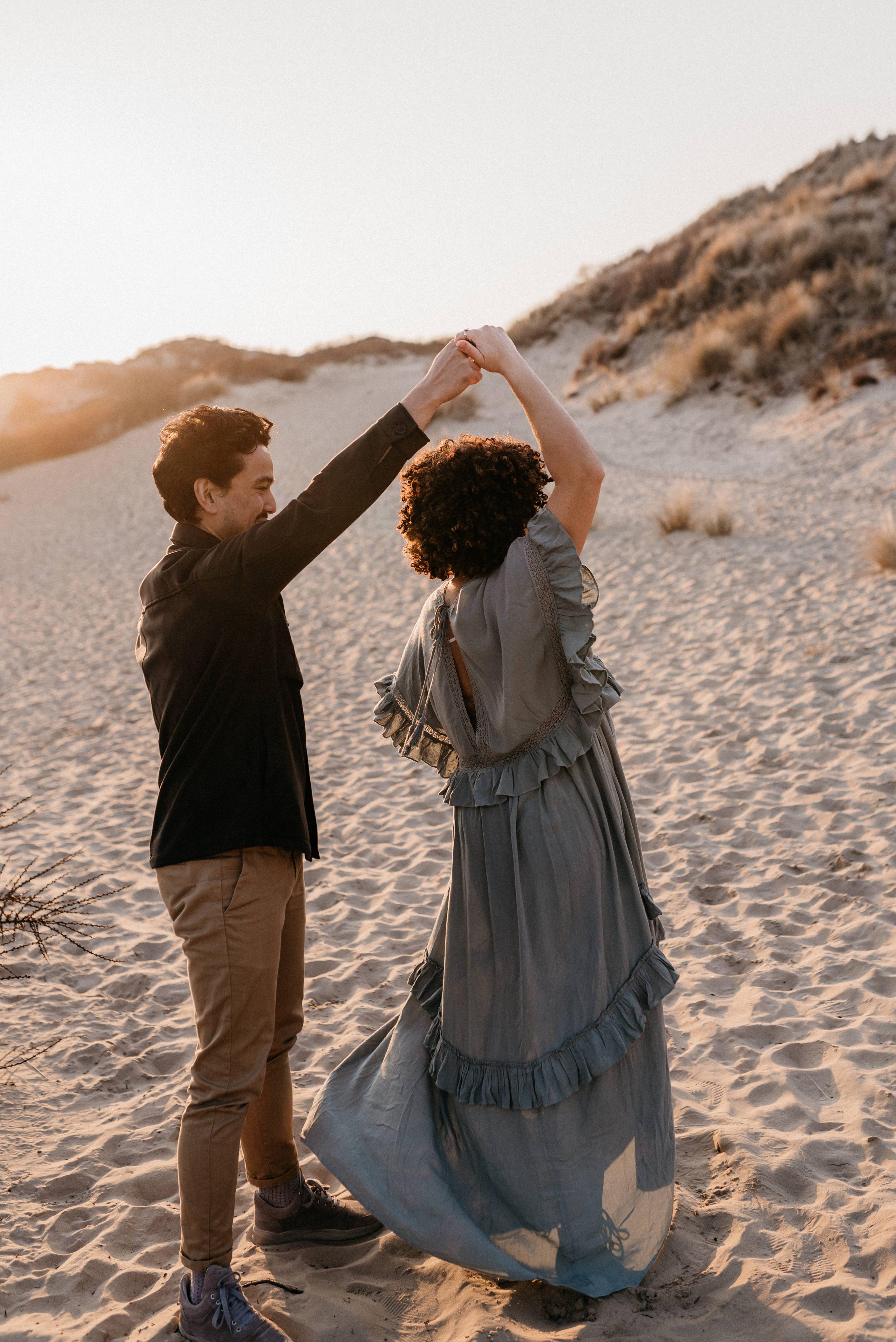den haag,duinen den haag,golden hour,fotoshoot den haag,fotoshoot duinen den haag,zwangerschap,zwangerschapshoot,zwnagerschapshoot den haag