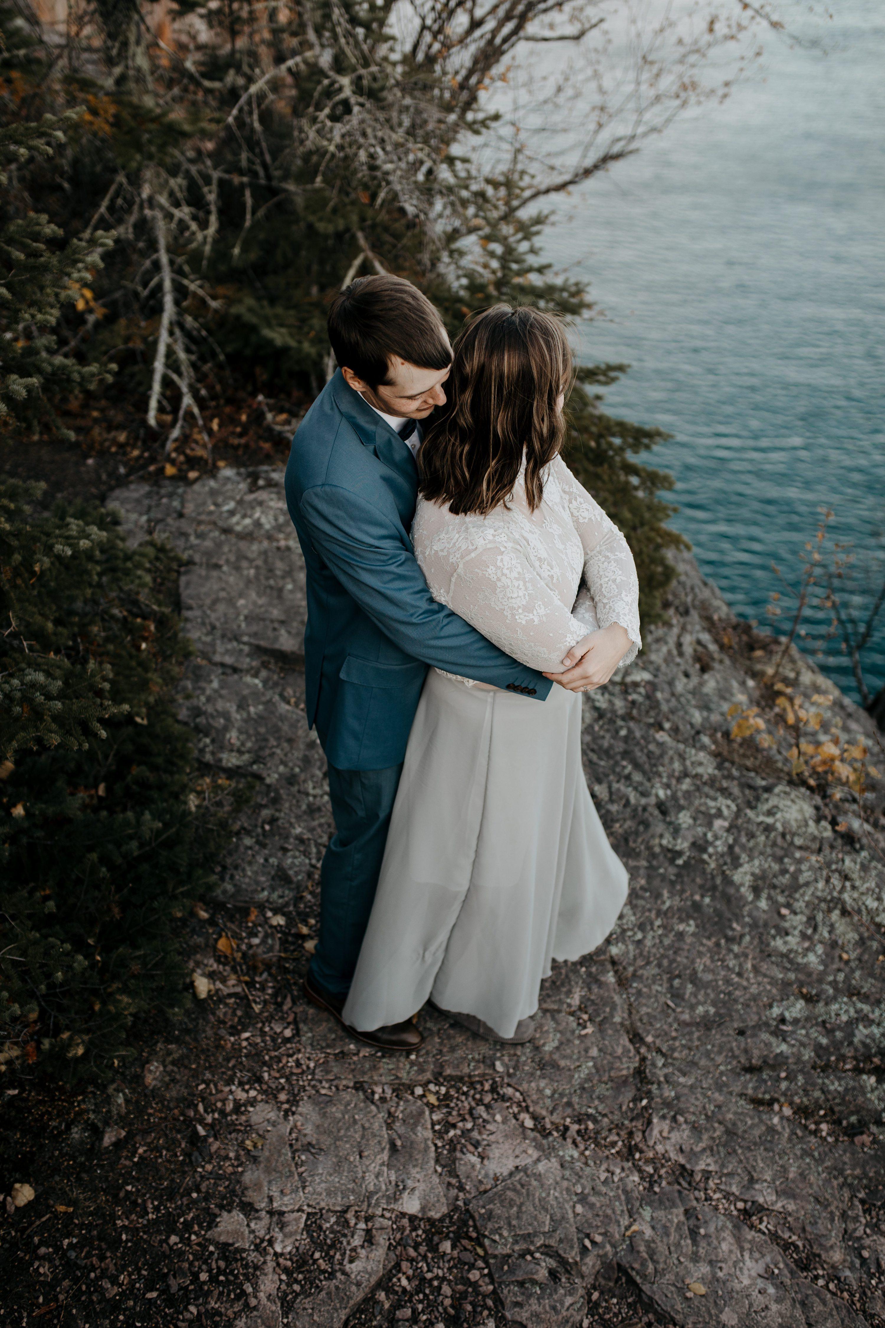 outdoor elopement,fall elopement,north shore mn elopement,palisade head elopement