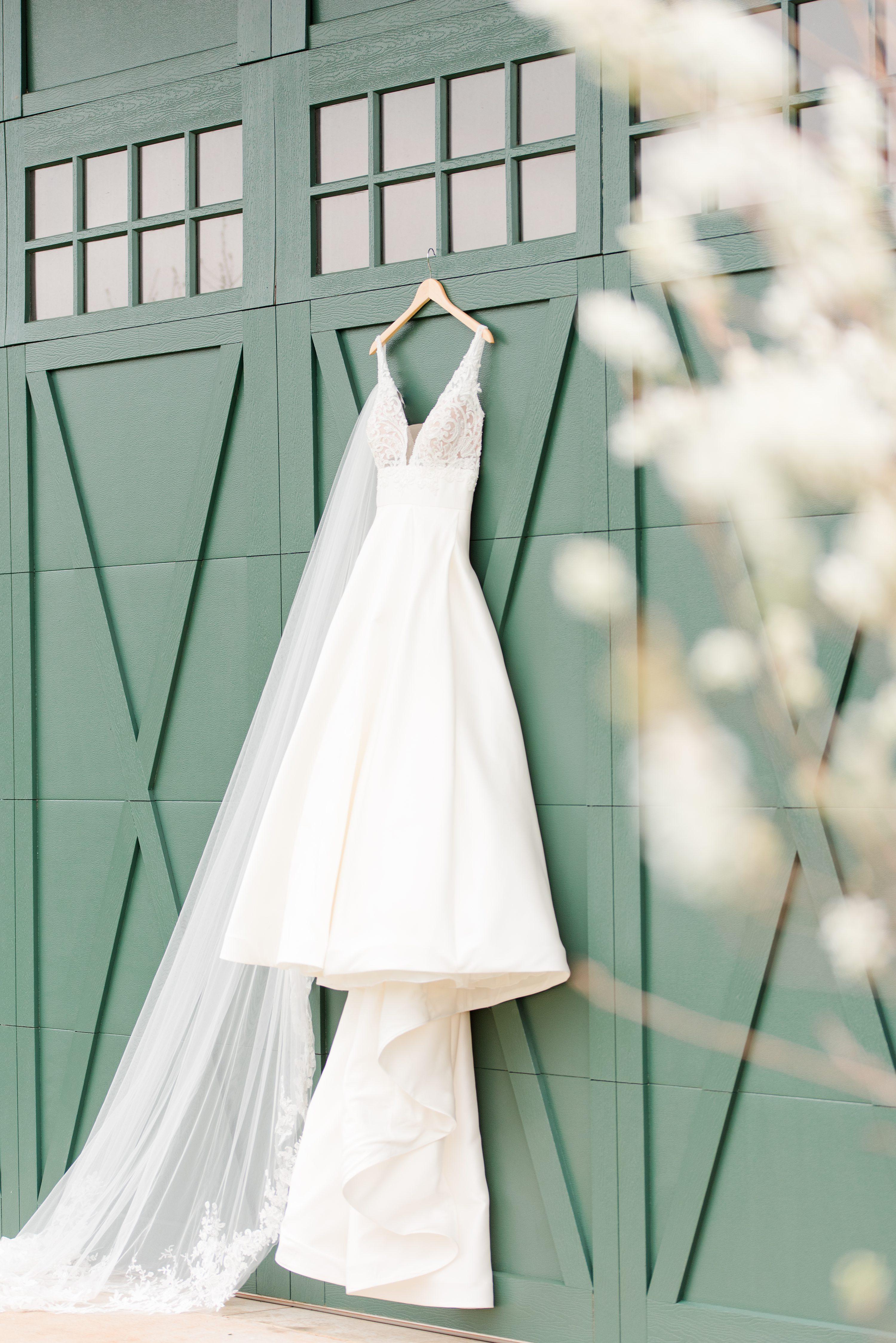 Barn at Edgewood,Wedding Dress,Outdoor Spring Wedding,Wedding Veil,Veil,Dress
