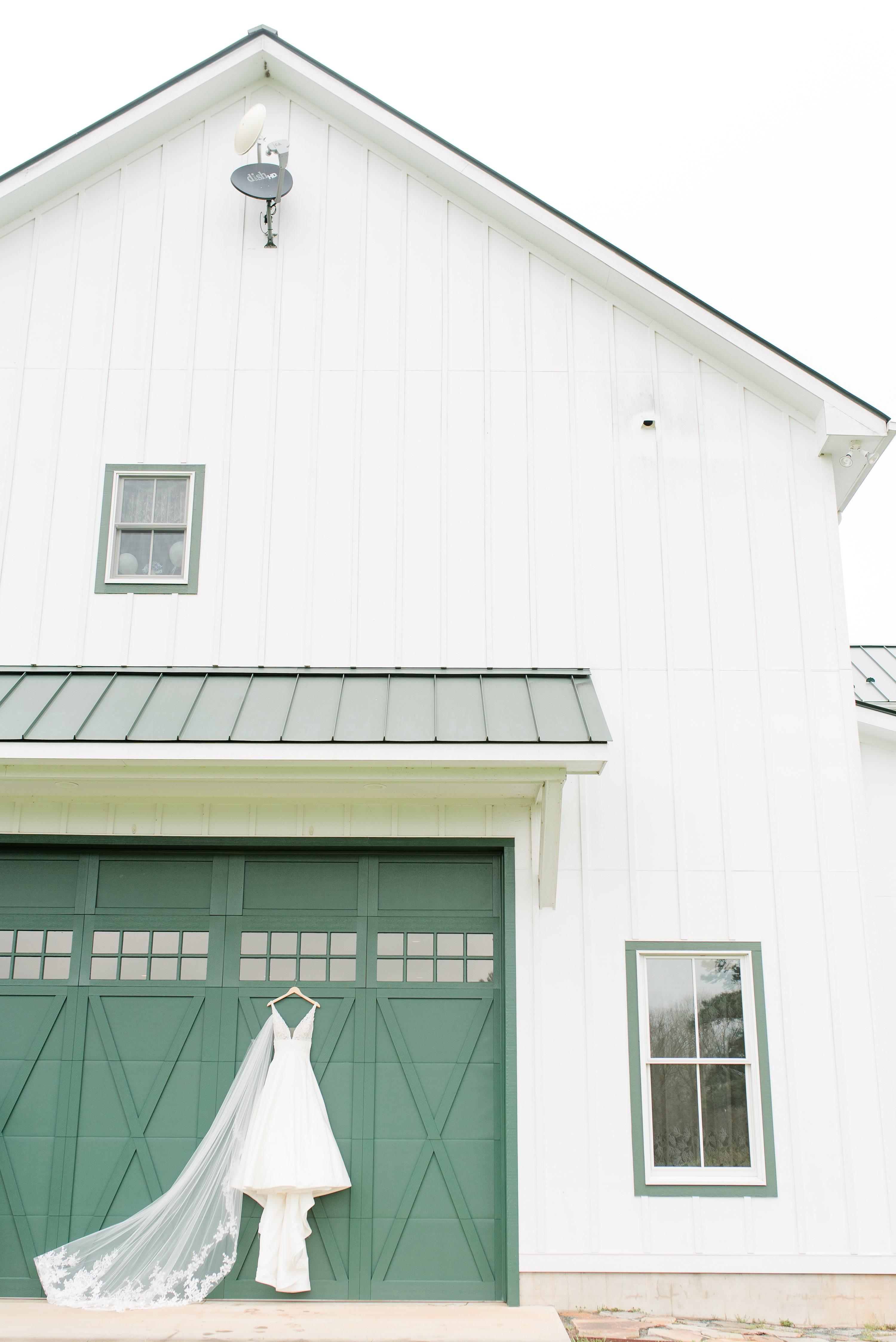Barn,Blue Ridge Mountains,Wedding Dress,Dress,Veil,Wedding Veil,edgewood barn