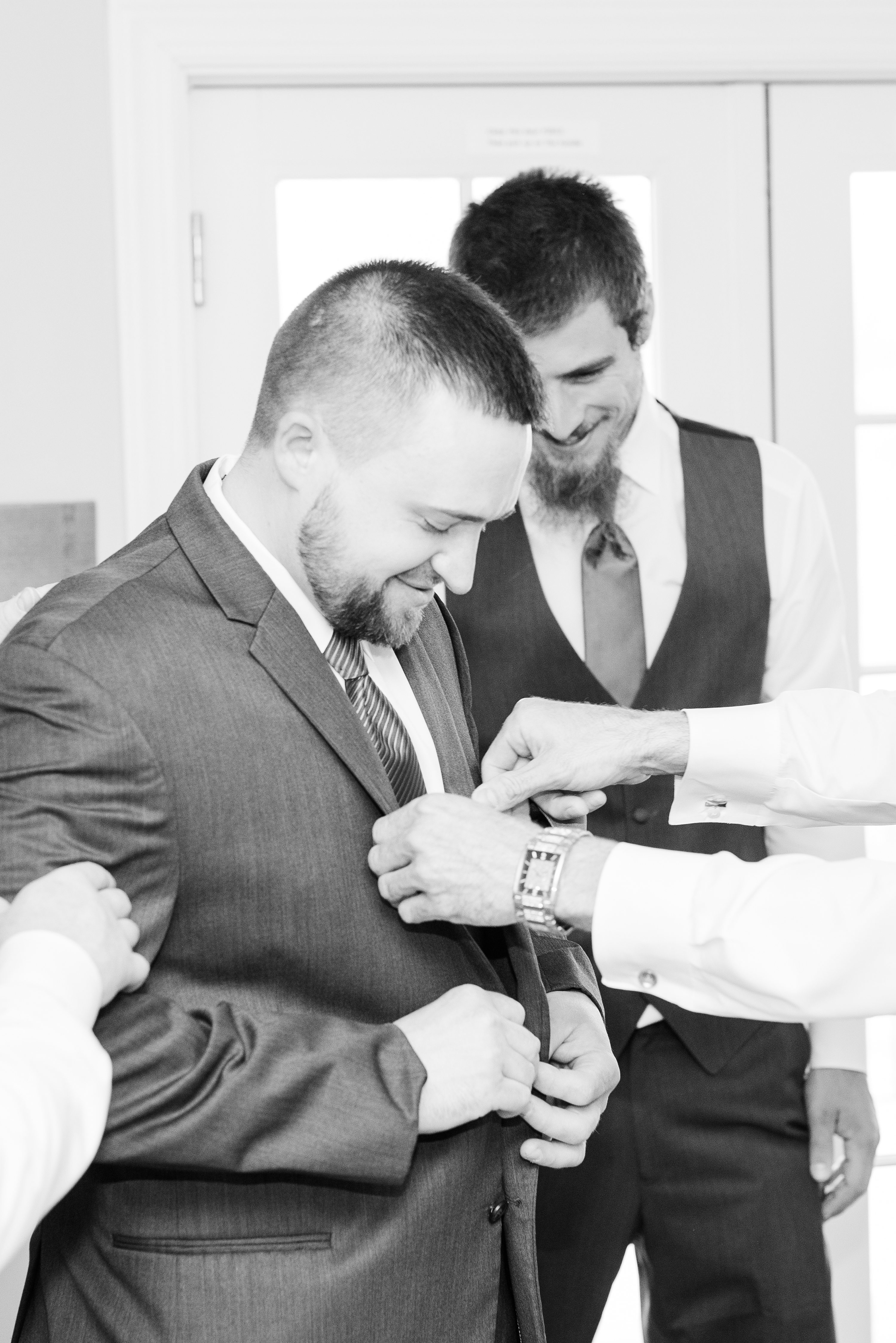 Barn,Edgewood,groom,getting ready,pre-ceremony