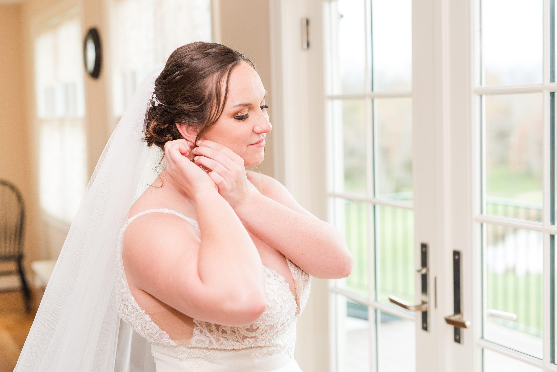 Wedding,Bright,getting ready,bride getting ready,bride