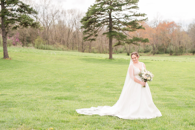 Charlottesville Wedding Photographer,Barn Wedding,bride,bridal bouquet