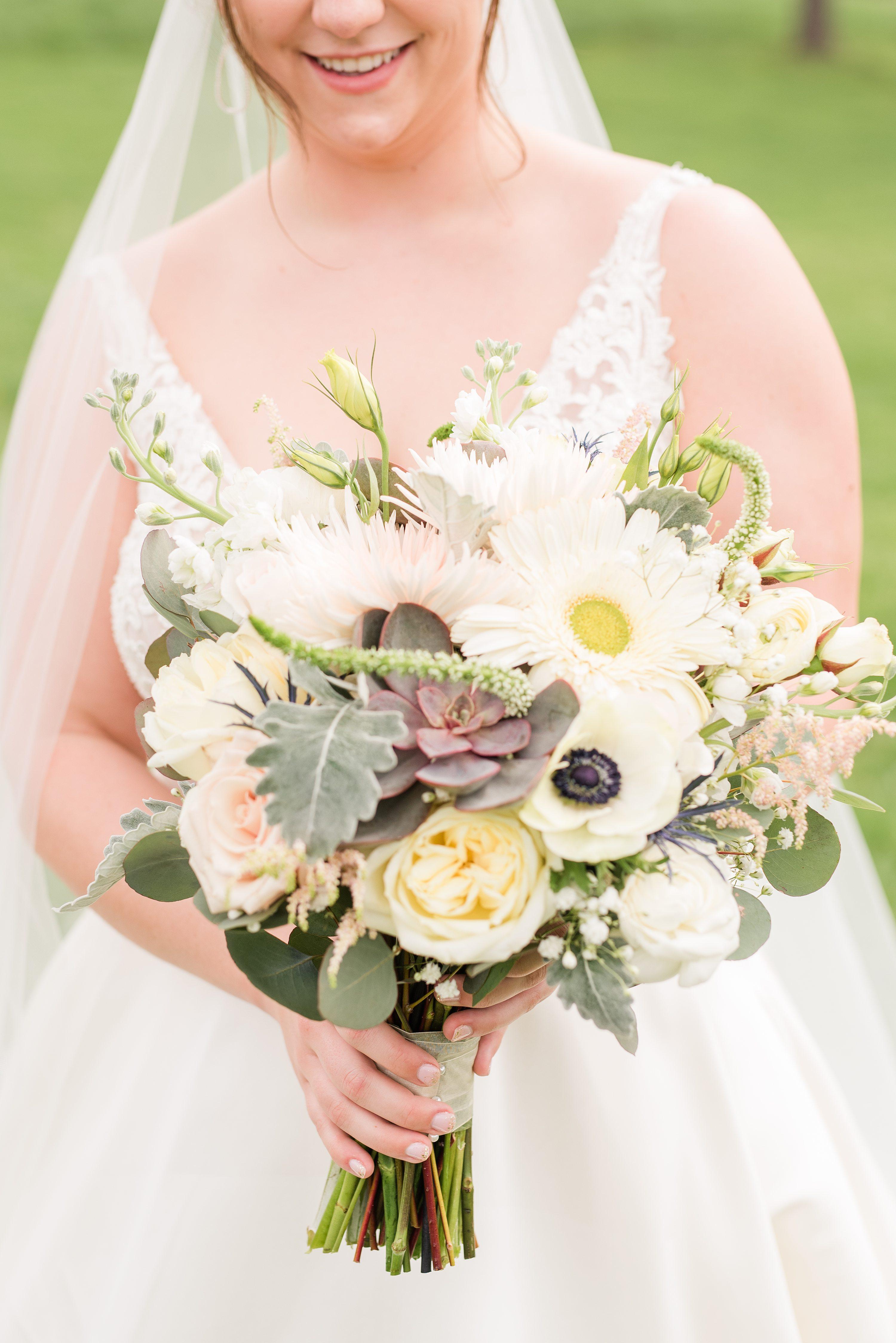 Blue Ridge Mountains,Southern Wedding,bridal bouquet,bride,Bride in dress