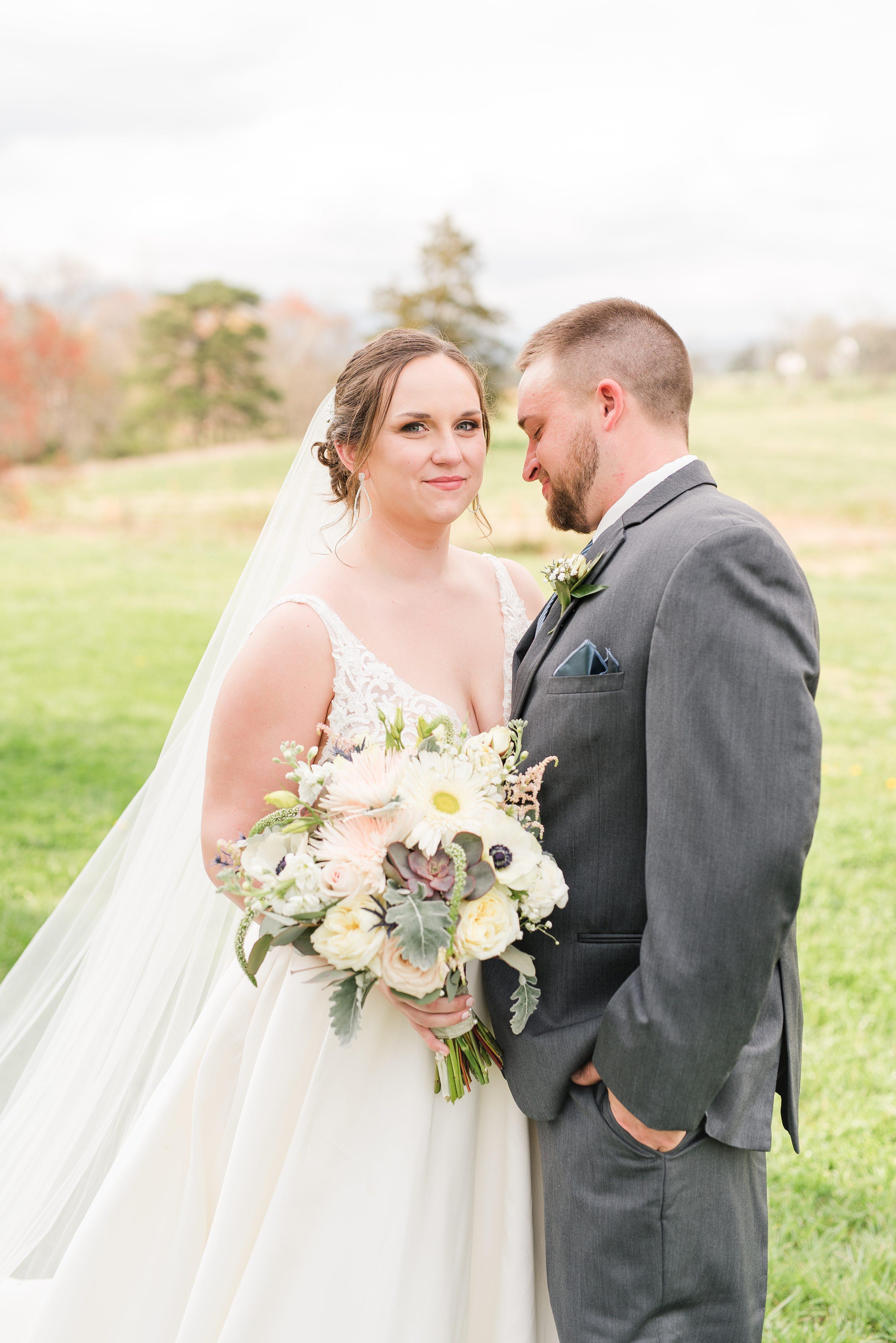 Edgewood,Barn at Edgewood,bride and groom,mountain wedding,edgewood barn