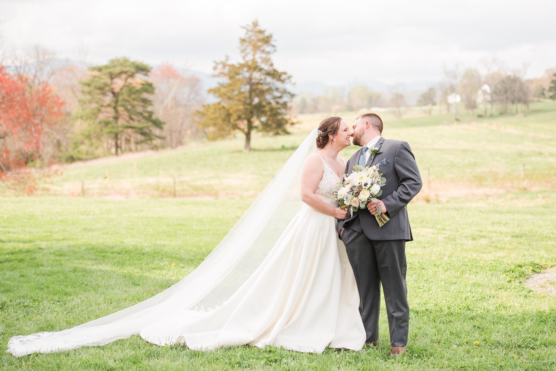 Blue Ridge Mountains Wedding,Blue Ridge,bride and groom,mountain wedding,edgewood barn