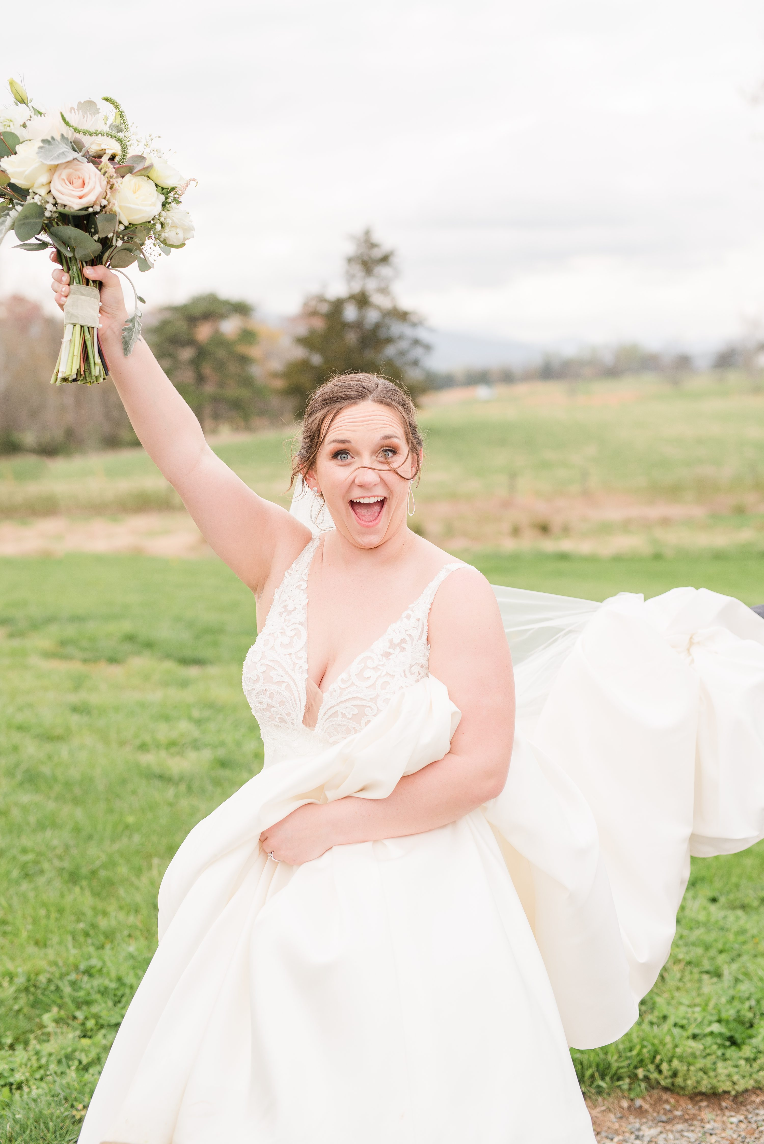 Southern Wedding,Barn at Edgewood,bride and groom,mountain wedding,edgewood barn