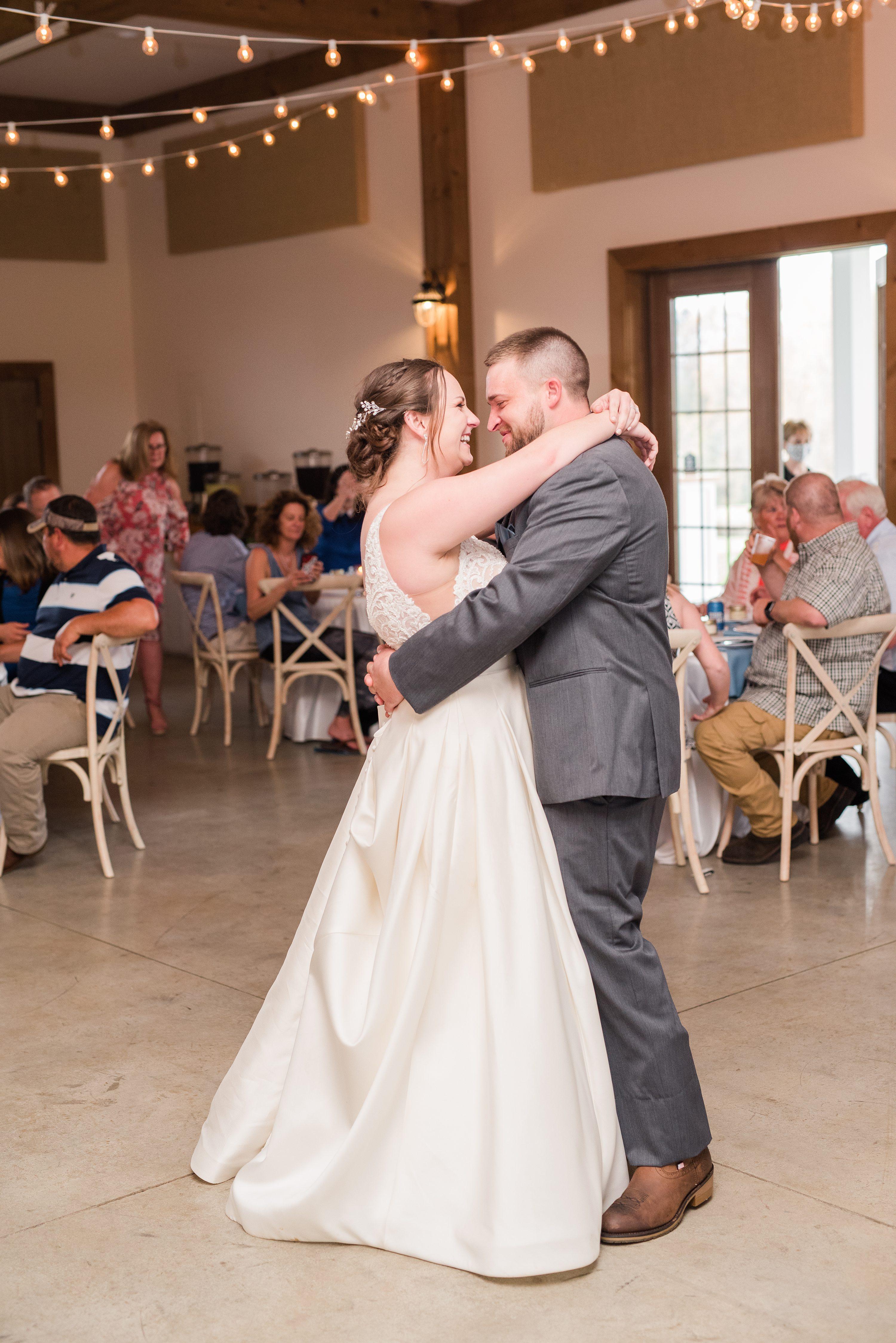 Spring,Barn,reception,bride and groom,edgewood barn