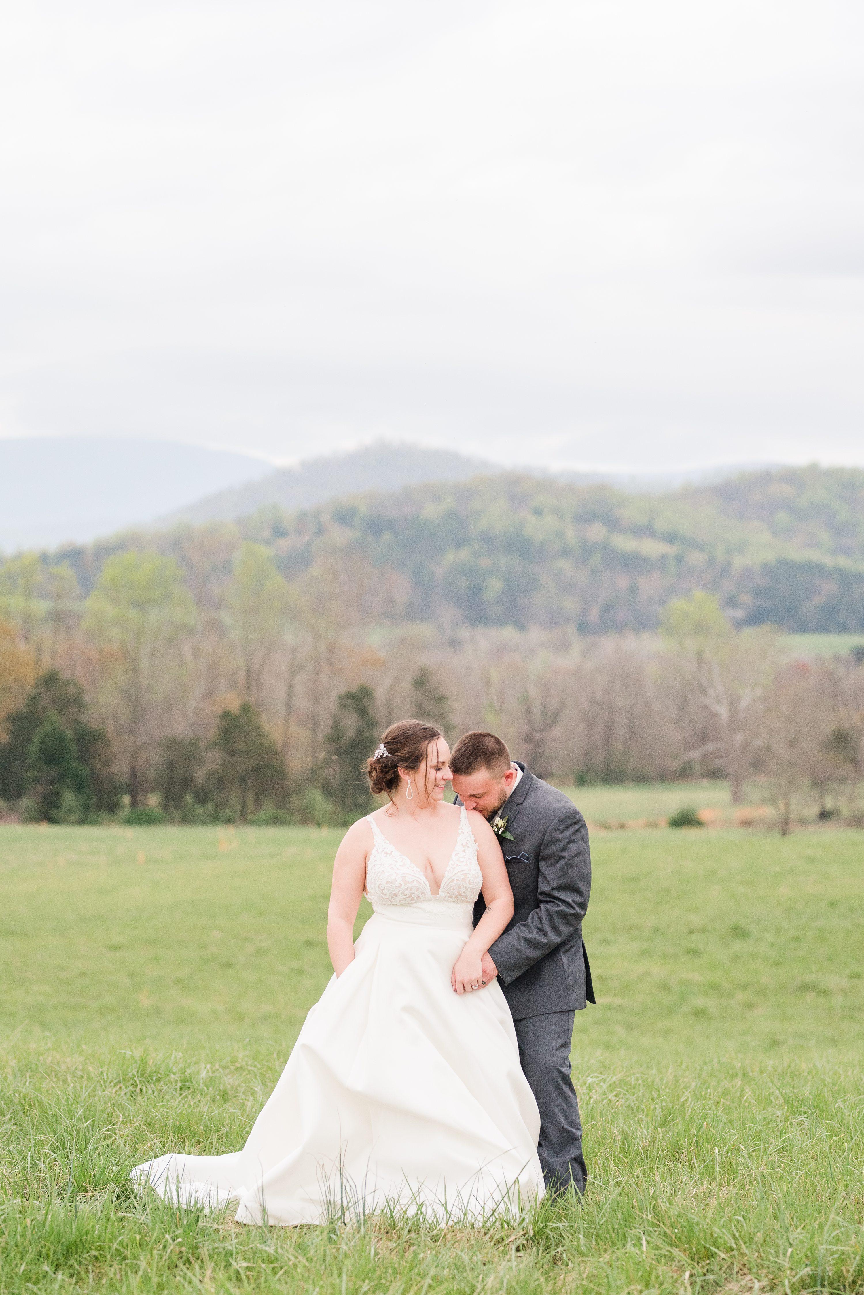 Barn,Edgewood,Blue Ridge Mountains,bride and groom,edgewood barn,Barn at Edgewood