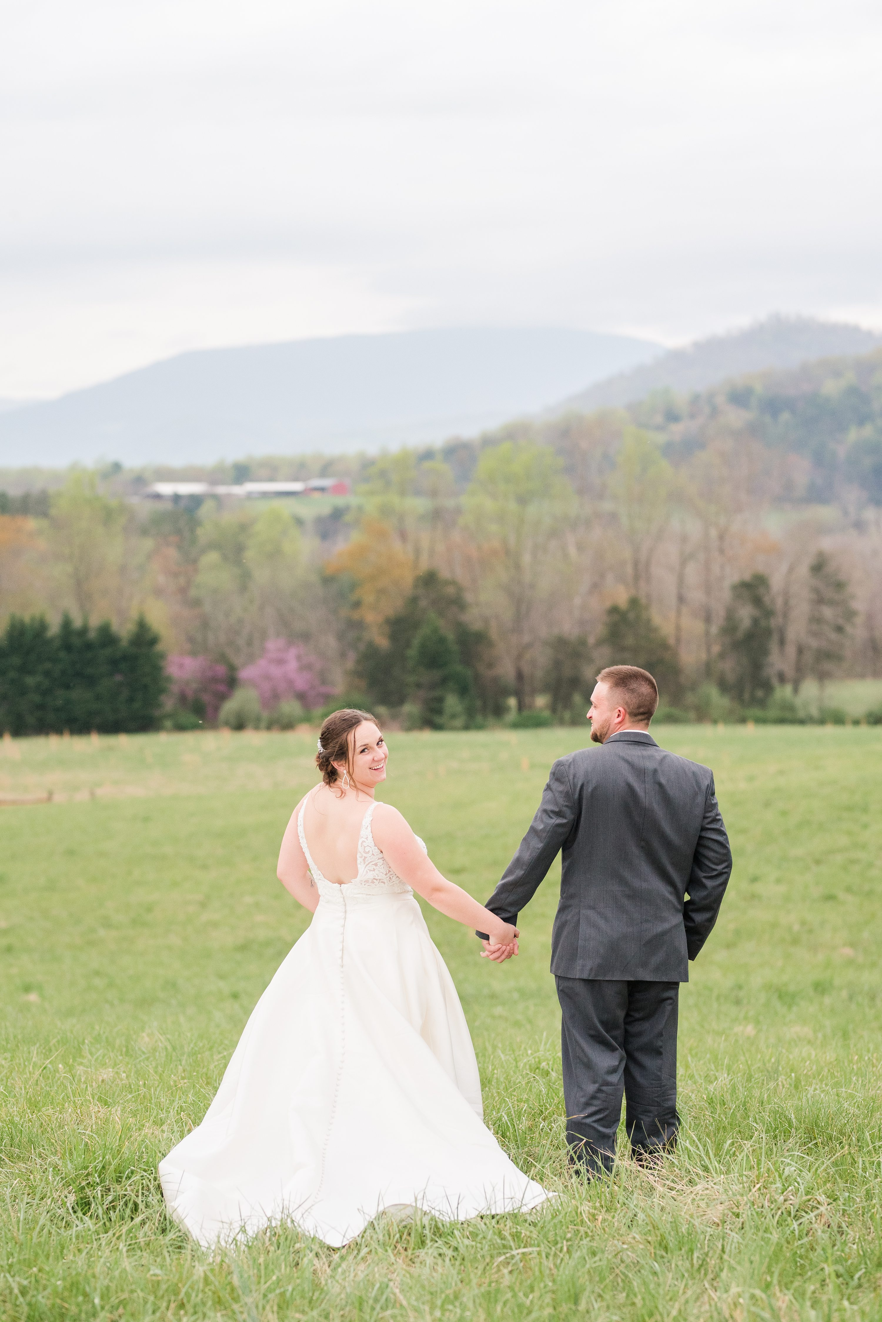 Blue Ridge,Charlottesville,Blue Ridge Mountains,bride and groom,edgewood barn,Barn at Edgewood