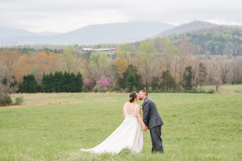 Barn,Spring,Blue Ridge Mountains,bride and groom,edgewood barn,Barn at Edgewood