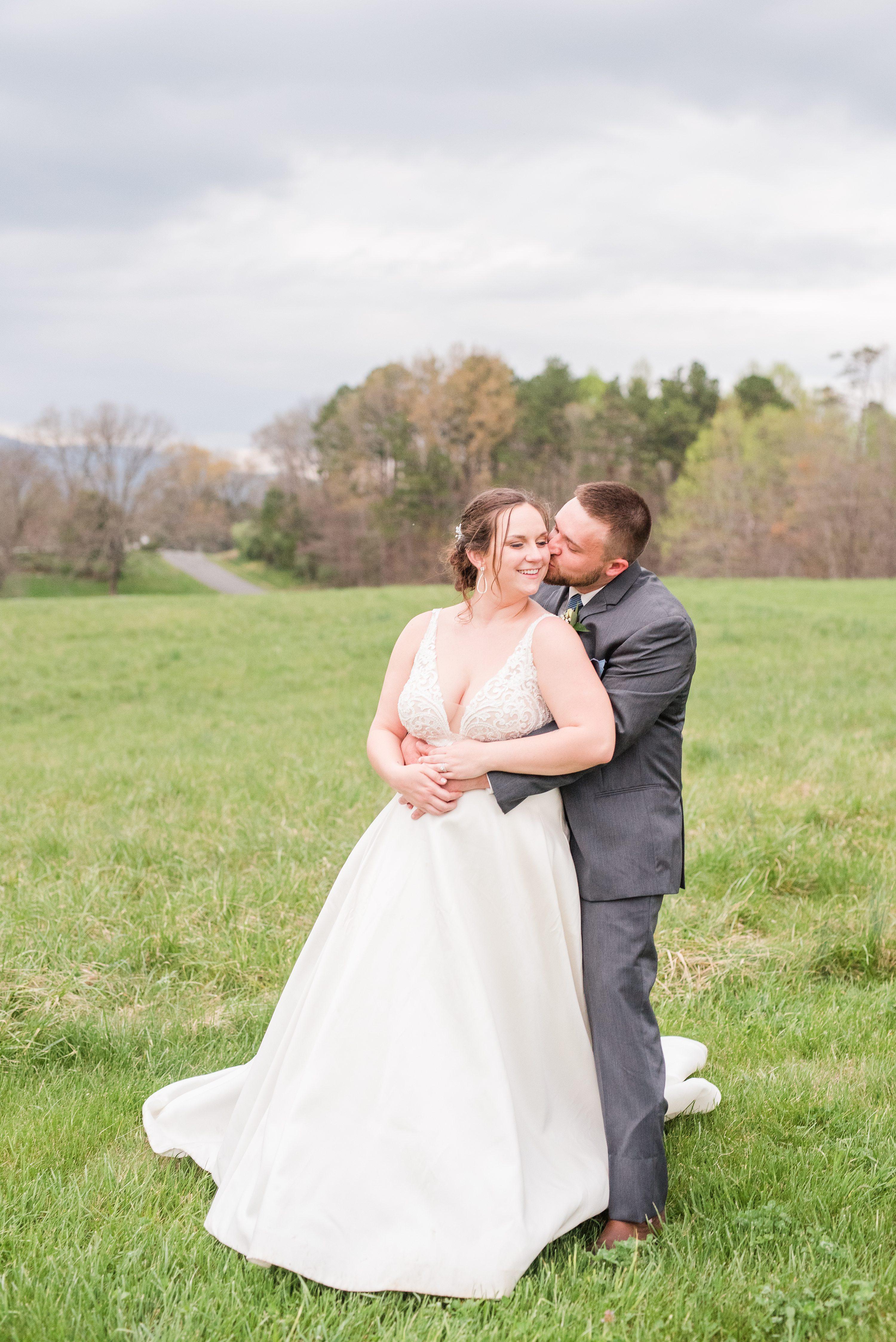 Charlottesville,Spring,Blue Ridge Mountains,bride and groom,edgewood barn,Barn at Edgewood