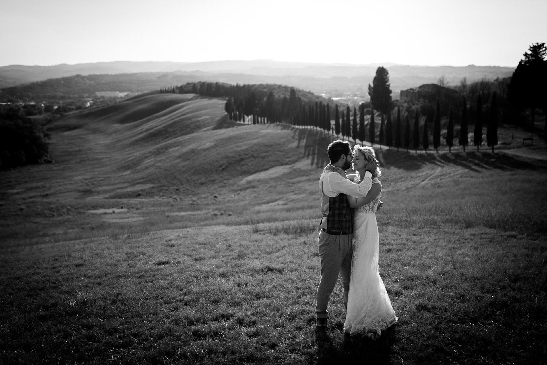 Wedding couple photos in the Tuscan countryside,Photoshoot for couples in the Tuscan countryside