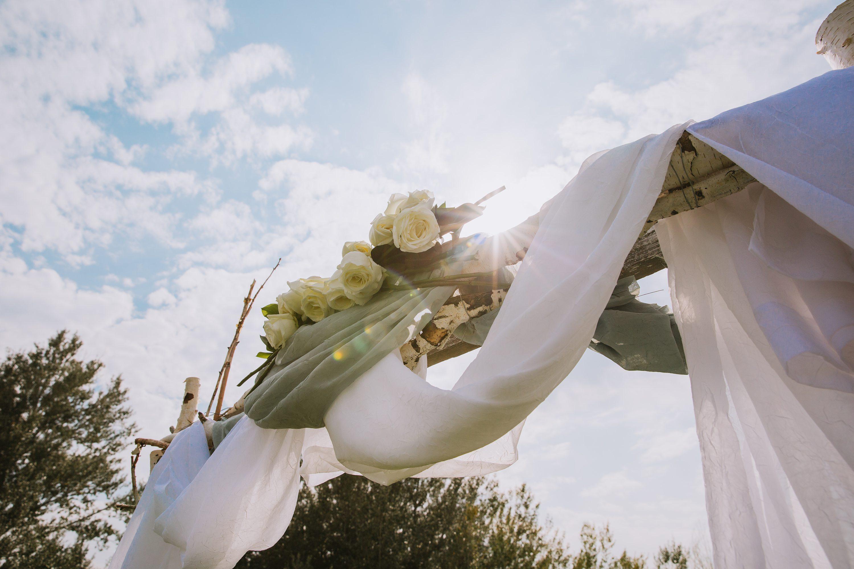 outdoor wedding,alter flowers