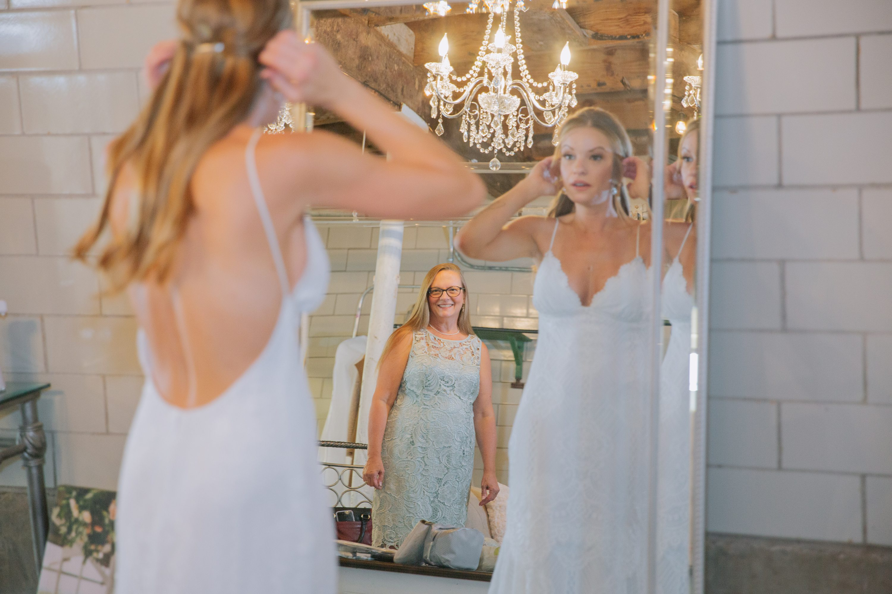 bride getting ready,mother of the bride,green dress