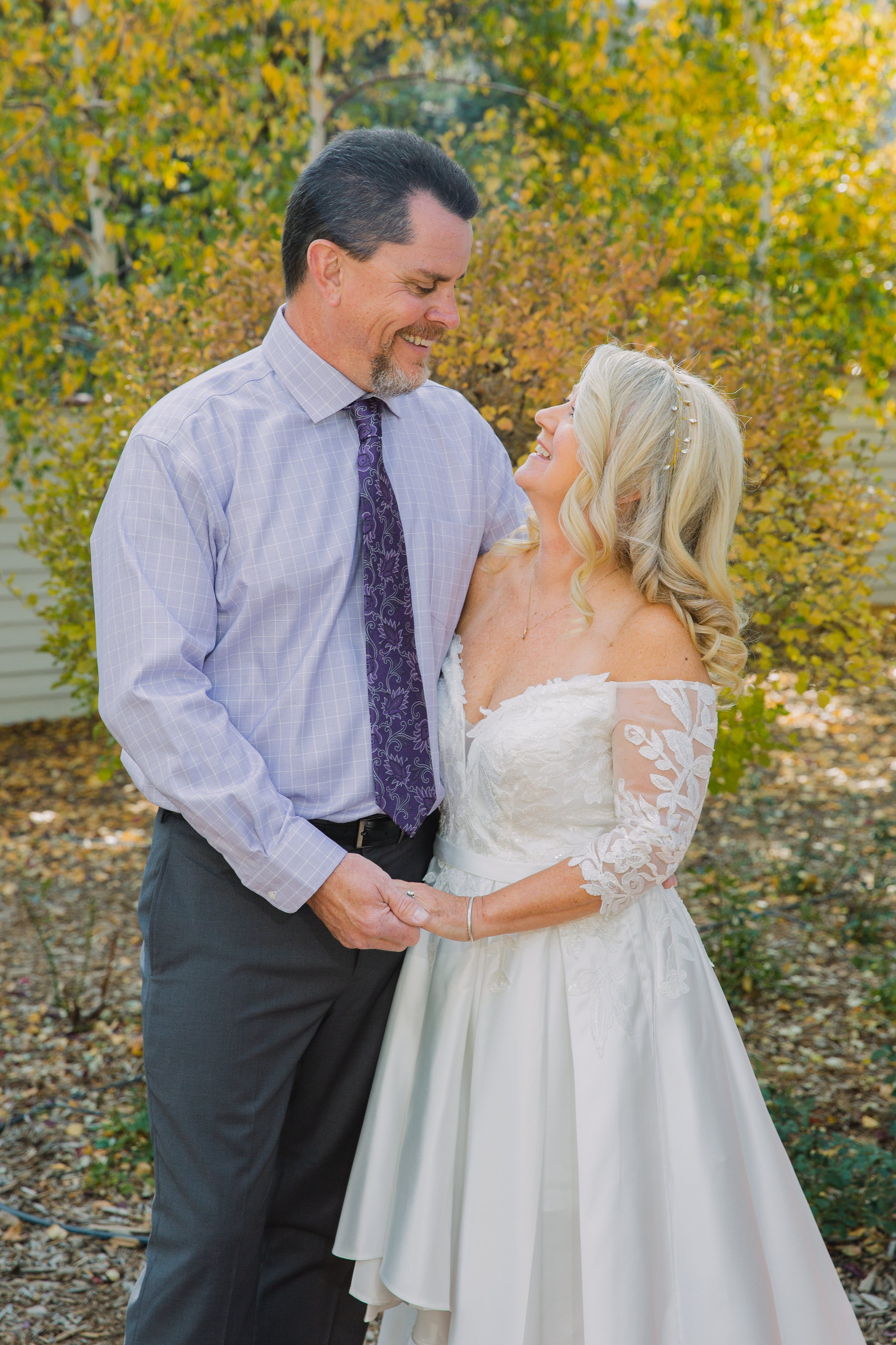 fall colors,bride and groom,stanley hotel