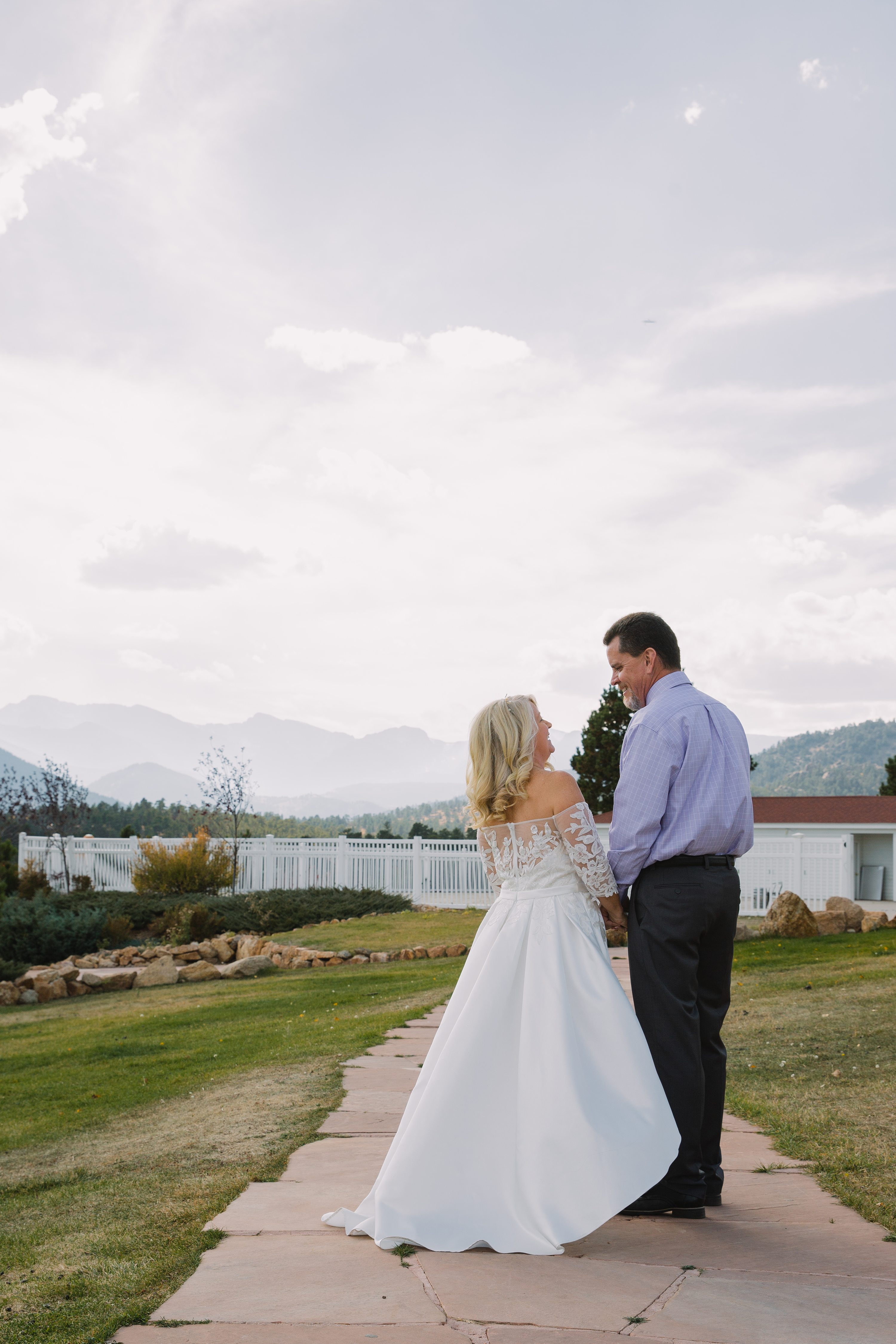 stanley hotel,rocky mountains,bride and groom