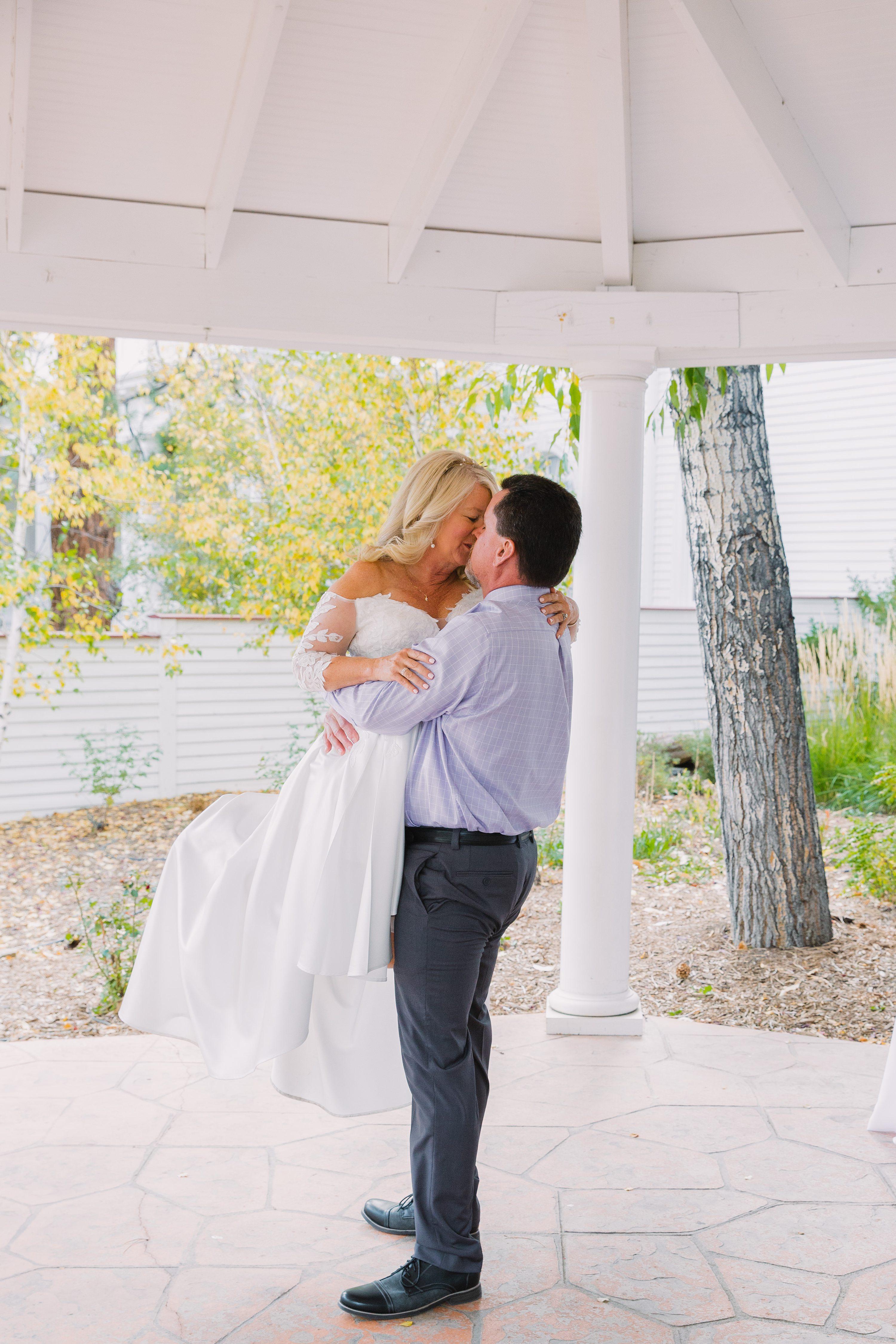 estes park,fall colors,first kiss,ceremony